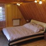 Komfortowa sypialnia z balkonem